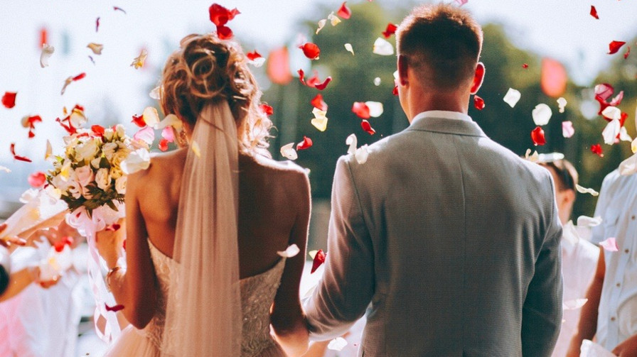 Top 11 Worst Reasons to Get Married